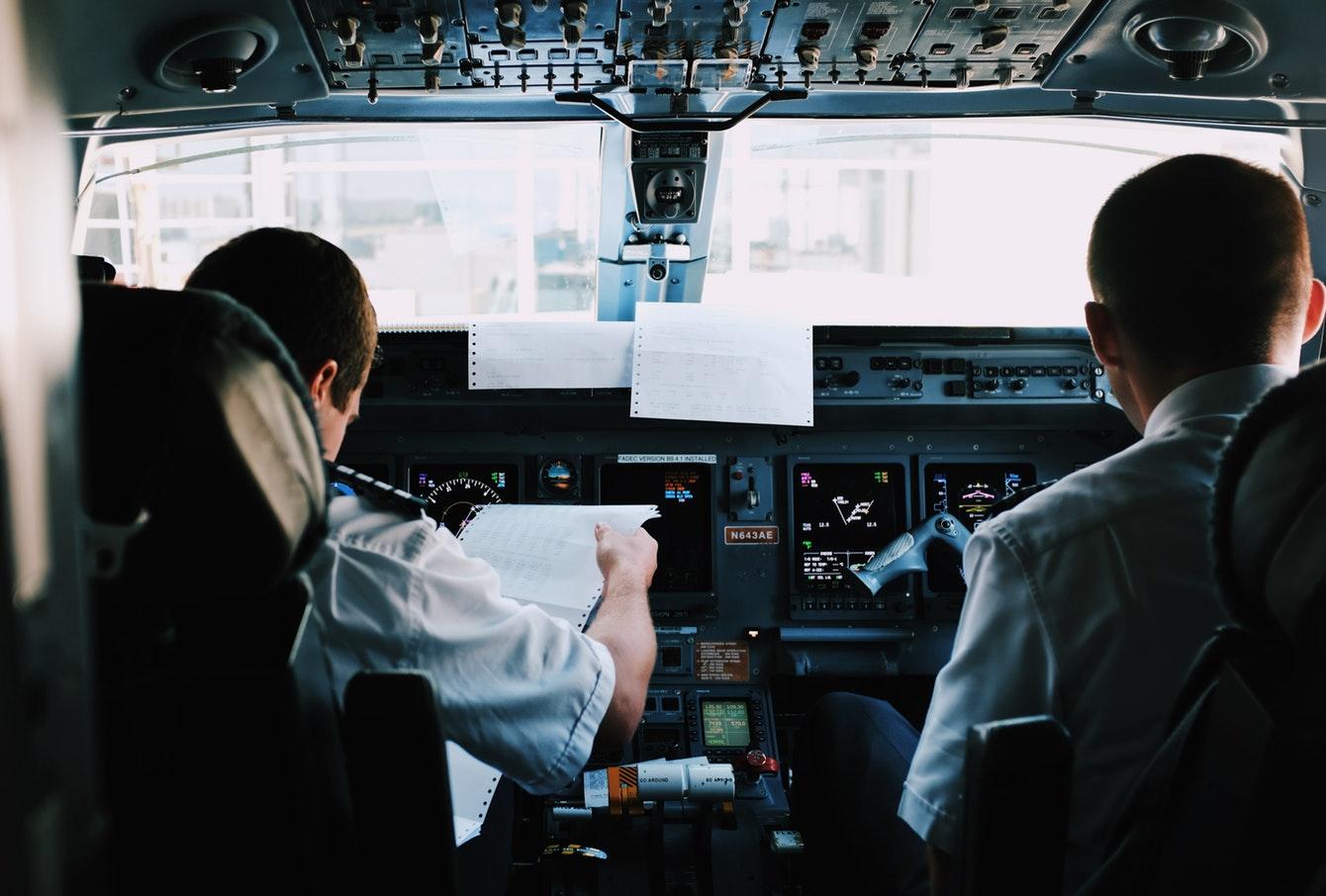 برای غلبه به ترس از پرواز به خلبانها اعتماد کنید