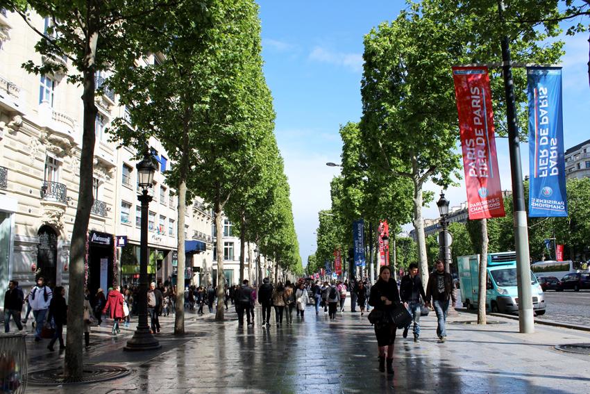 مراکز خرید شانزه لیزه پاریس