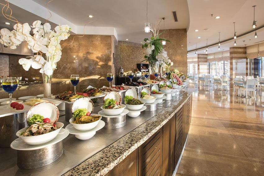 رستوران هتل کاریزما