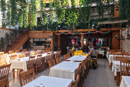 رستوران قصر کوش آداسی