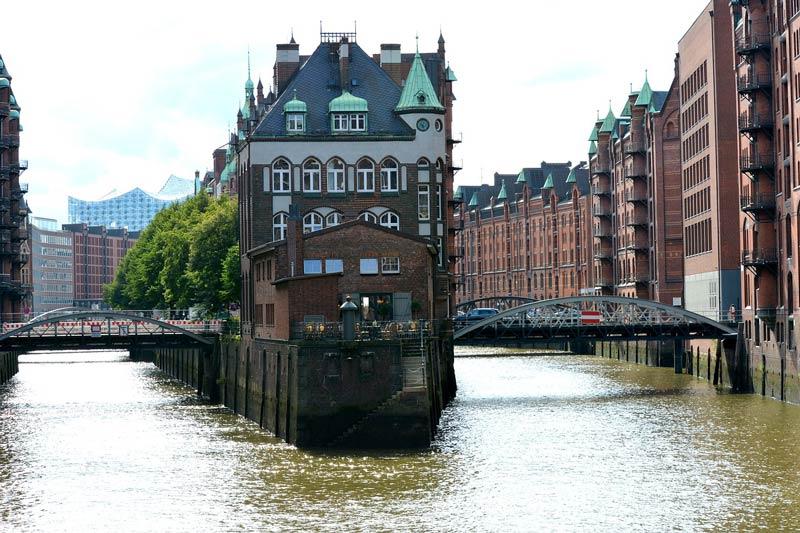 هامبورگ با نمای ساختمانهای اجر قرمز