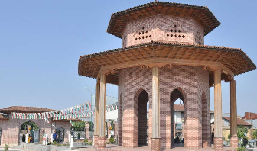 مقبره میرزا کوچک خان از جاهای دیدنی رشت