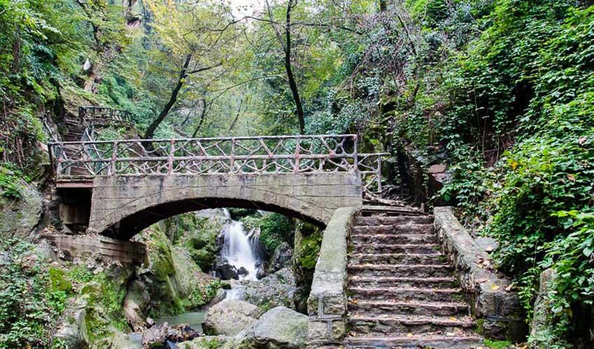 آبشار کبودوال و دریاچه زرین گل