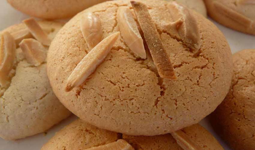 نان بادامی قزوین