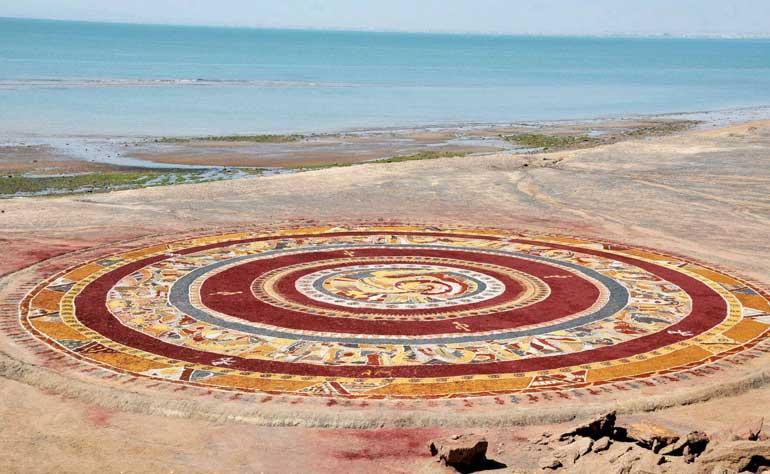 جزیره هرمز و راهنمای سفر به سرزمین کوههای رنگینکمانی