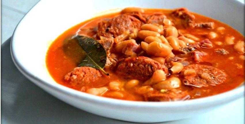 آبگوشت لوبیا سفید از معروف ترین غذاهای سنتی کاشان