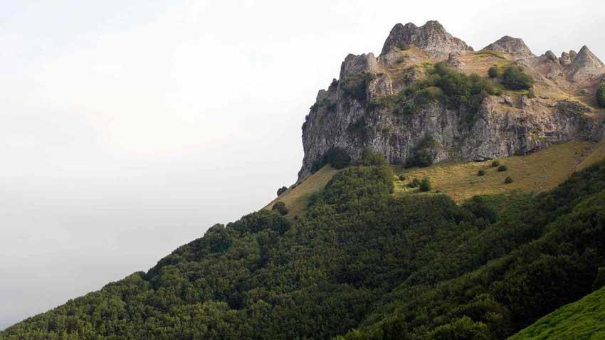 قله اسپیناس محل آبشار لاتون