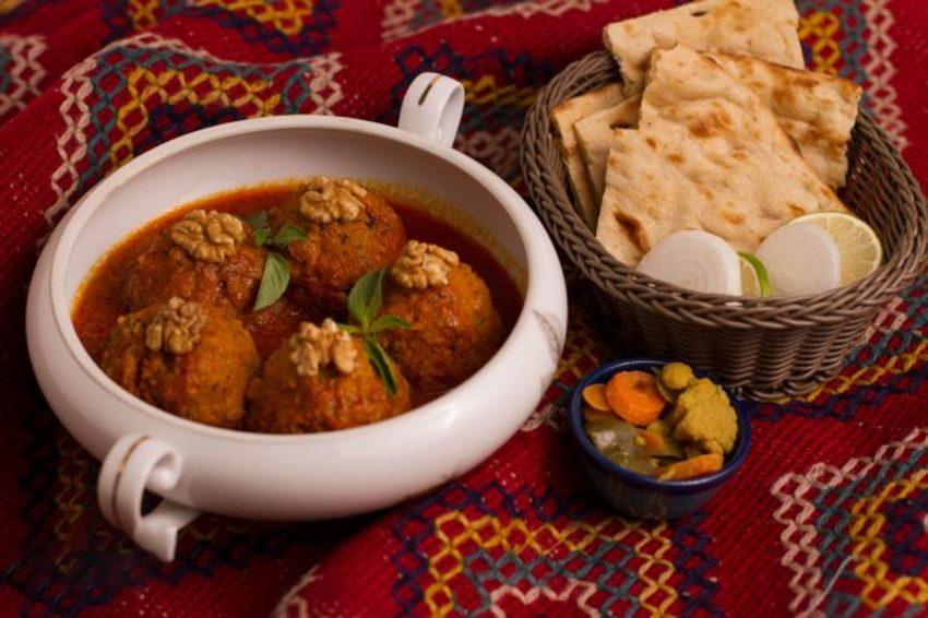 شفته نخودچی از غذاخای سنتی کاشان
