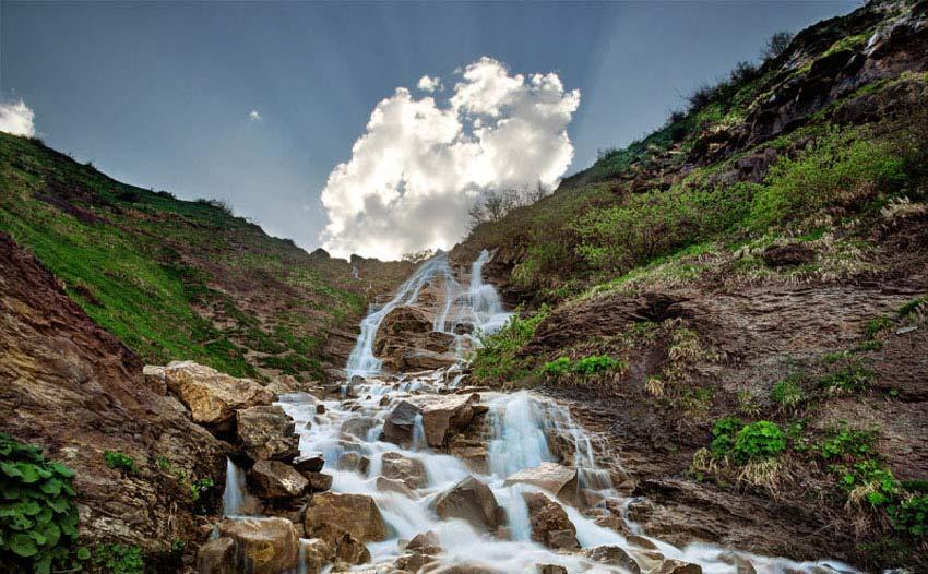 آبشار کوهستانی