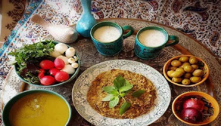 یخنی لوبیا از غذاهای سنتی اصفهان