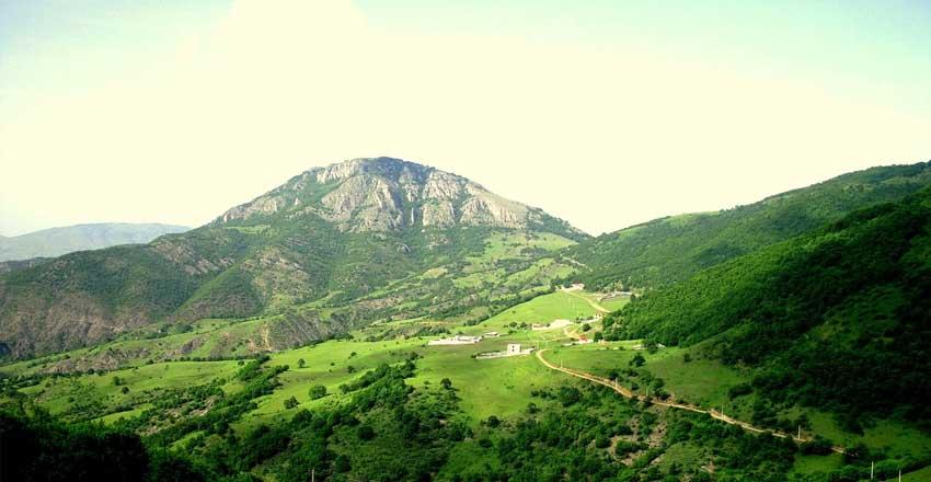 قلعه بابک مقصد مسافران نوروزی