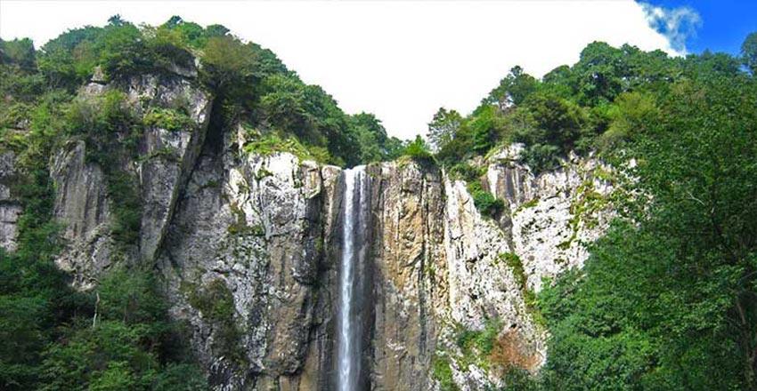 آبشار لاتون - جاهای دیدنی آستارا