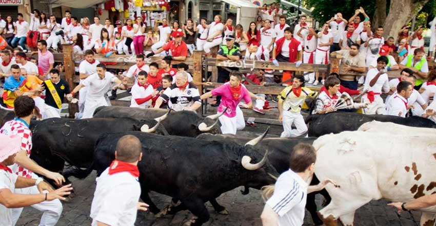دویدن کنار گاوها از دیدنی های اسپانیا