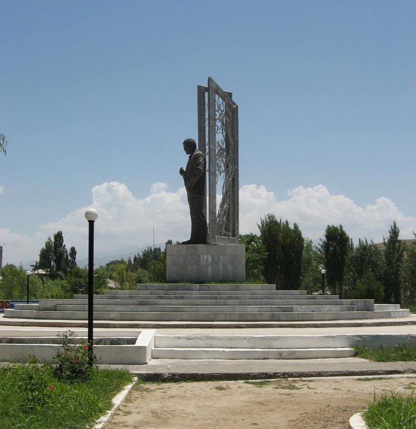 مجسمه لویک شرالی
