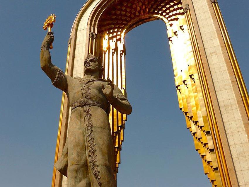 مجسمه اسماعیل سامانی - دیدنی های تاجیکستان
