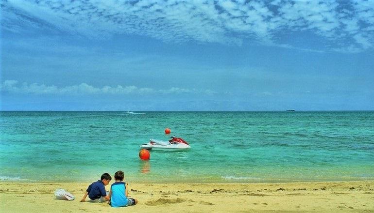 سواحل کیش؛ زیر آب، روی آب و کنار آب