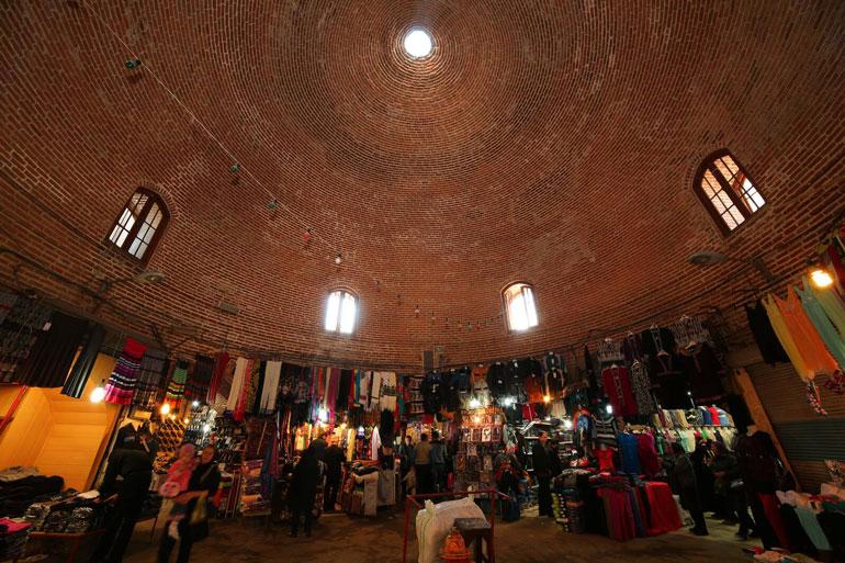 مراکز خرید اردبیل؛ خرید تاریخ و هنر دست از هنرمندان ترکزبان