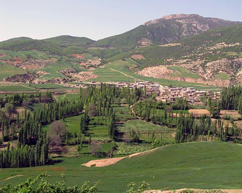 میامی مشهد، روستایی با امامزاده، کاروانسرا و آبگرم