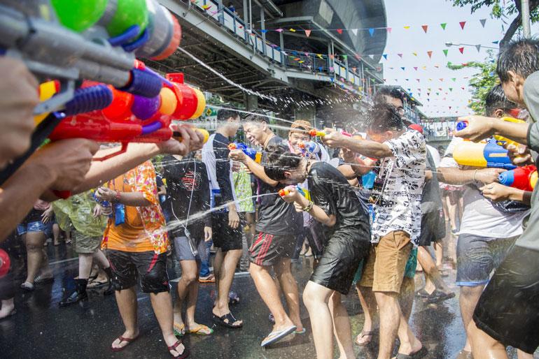 50 روز جشنواره تابستانی کیش 50 روز جایزه و شادی
