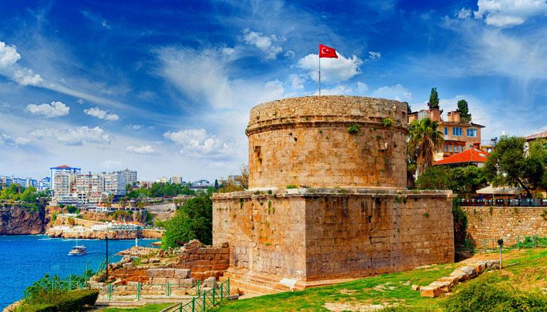 قلعه رومی آنتالیا؛ از مرموزترین دیدنی های تاریخی ترکیه