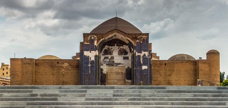 مسجد کبود تبریز، کبود از ناملایمتی روزگار