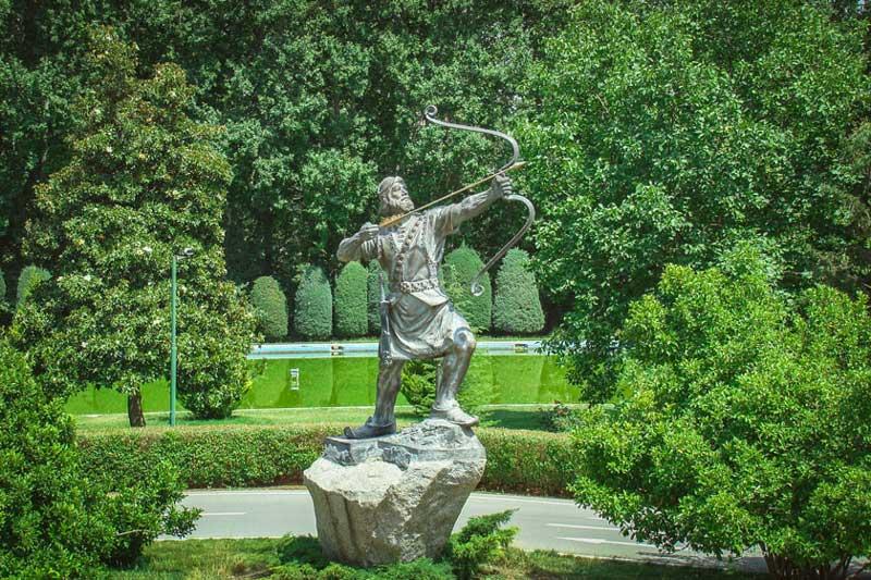 مجسمه آرش کمانگیر در کاخ سعدآباد از فهرست موزه های تهران