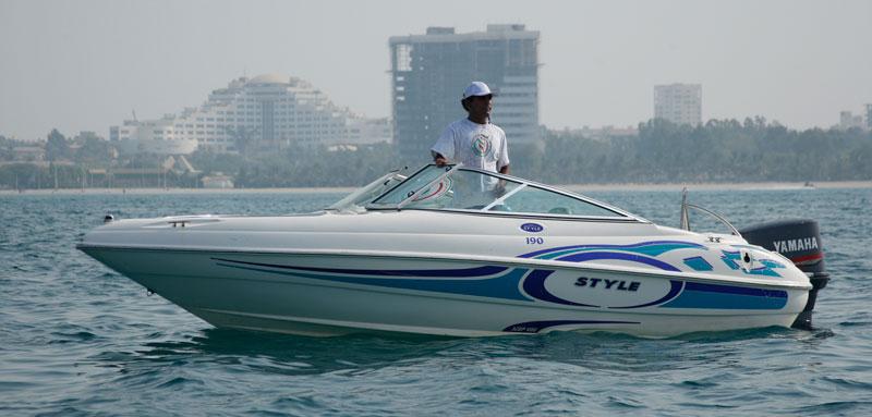 قایق تندرو در کیش