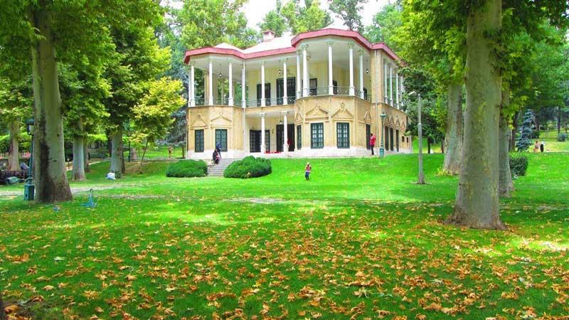 کاخ نیاوران از فهرست موزه های تهران