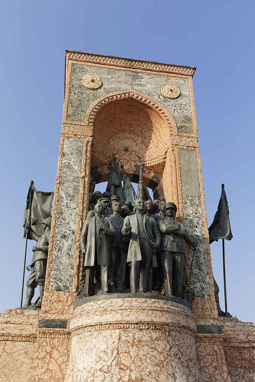 یادبود جمهوریت میدان تقسیم