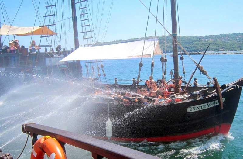 کشتی دزدان دریایی آنتالیا