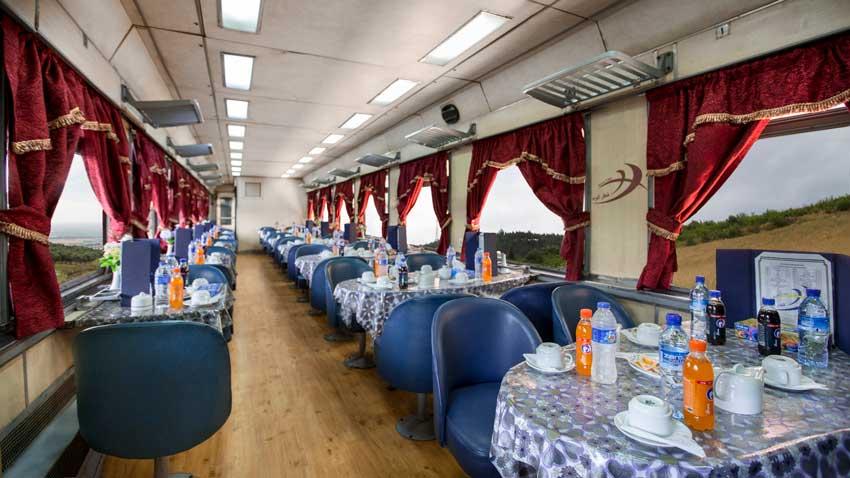 رستوران قطار کویر