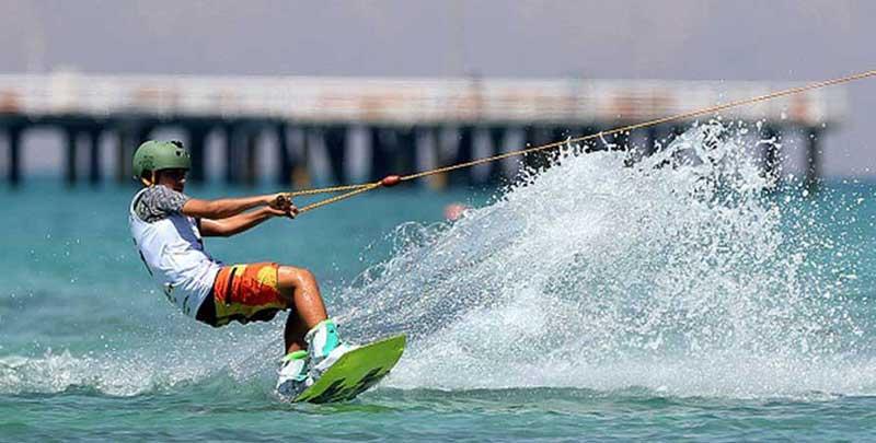 تفریحات کیش - اسکی روی آب